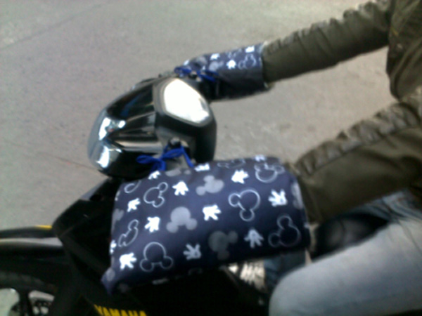 Găng tay đi xe máy mua đồng  chống rét   đi được cả trời mua   dùng cho mọi lứa tuổi, giá rẻ